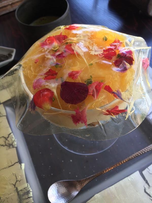 ビネガーゼリーの蓋には花弁が入ってる
