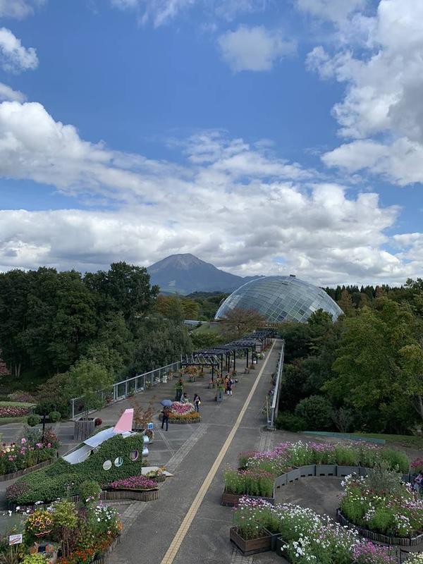 大山と中央ドームがキレイに納まるスポットがあります❗️
