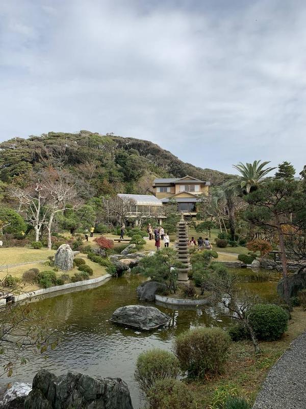 庭からの全景