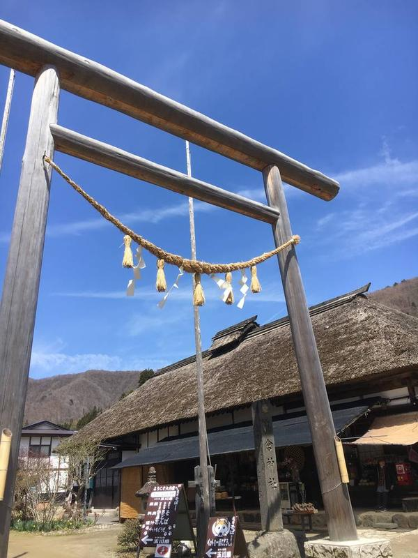 町中に突然神社の鳥居が!