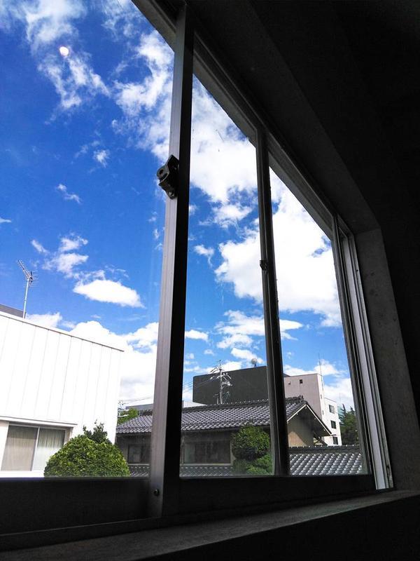 栞日さんの窓からみえた空