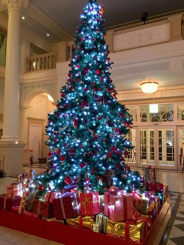 ロビーに飾られたクリスマスツリー