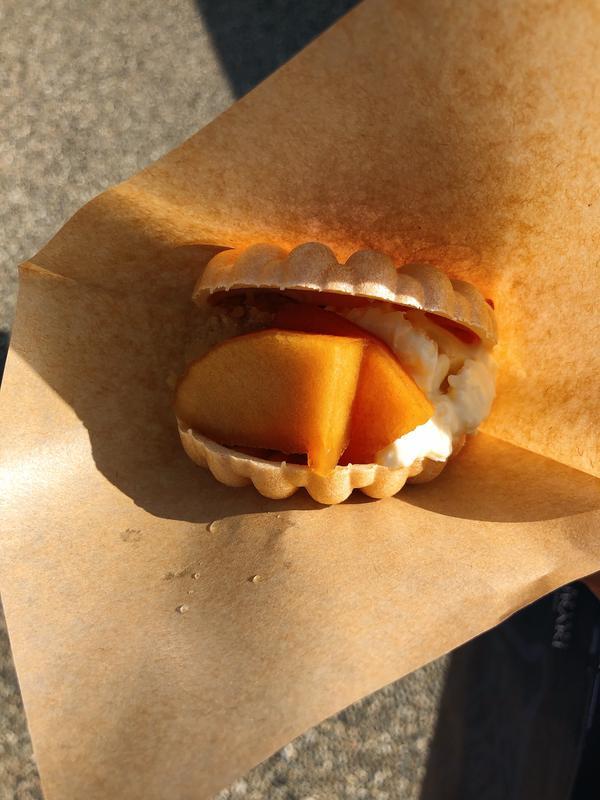 焼リンゴとマスカルポーネチーズ最中