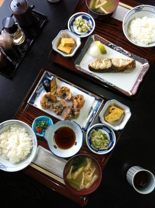 焼き魚定食と竜田揚げ定食