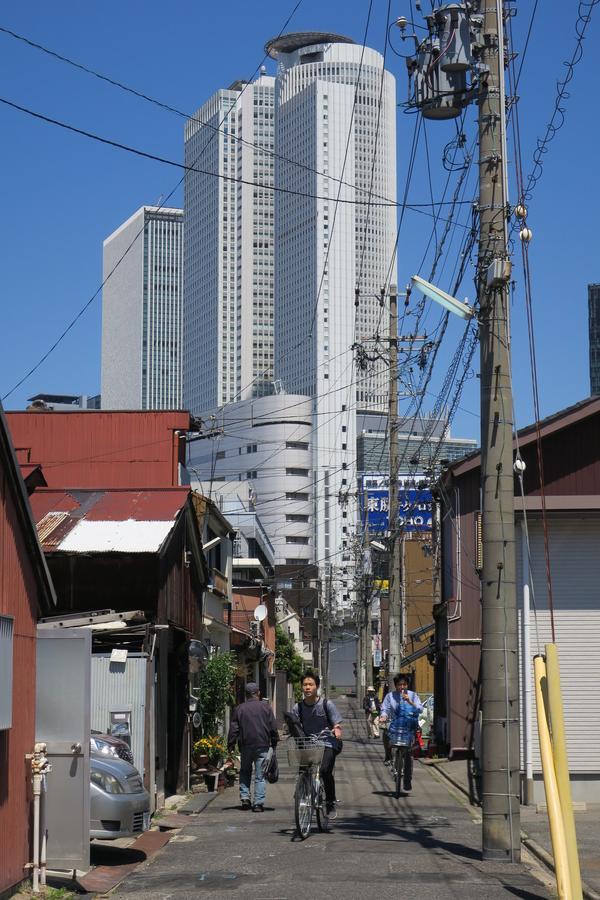 下町と高層ビル群