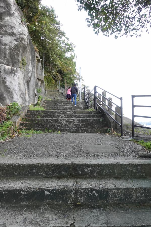 石段を登りきった先にもまた階段