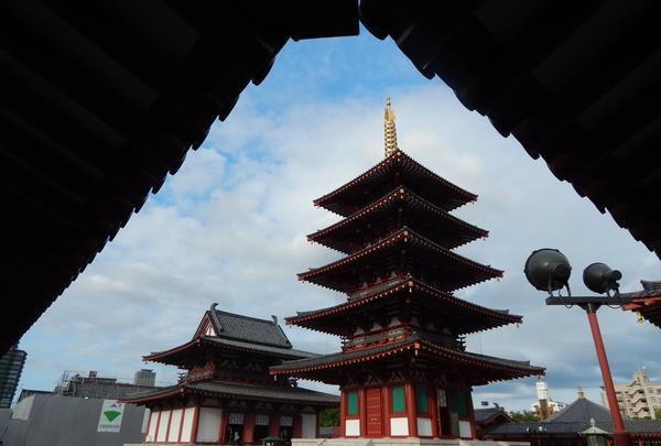 中心伽藍にある五重塔と金堂