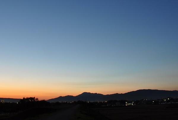 ほぼ日没の伊吹山