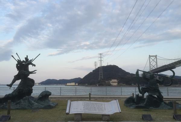 壇ノ浦の戦いの記念像