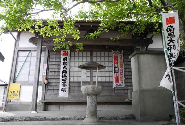 弘法堂は本堂の反対側に