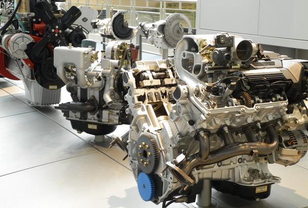歴代エンジンがズラリ展示