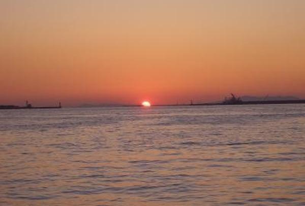大阪湾に沈みゆく夕陽