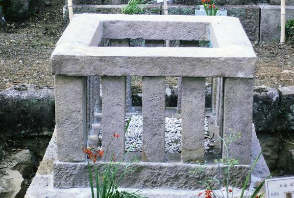 これが大嶋雲八の三男の墓…?