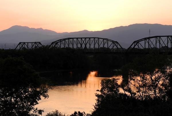 揖斐川鉄橋と伊吹山