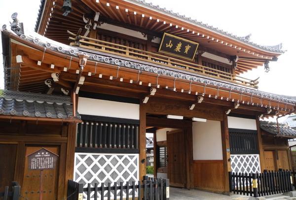 スクエア横の寺町