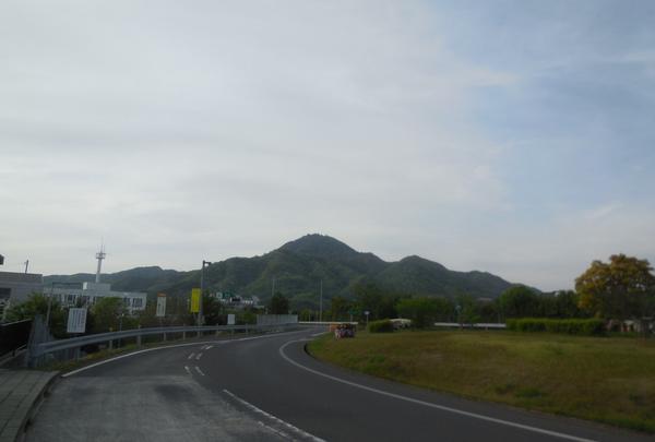 洲本インターから見る先山(淡路富士)