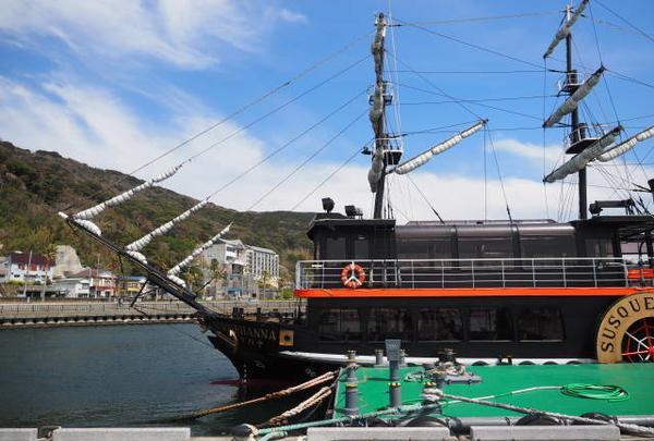 黒船をモチーフにした遊覧船