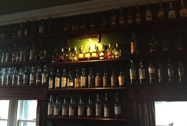 壁一面のウイスキー