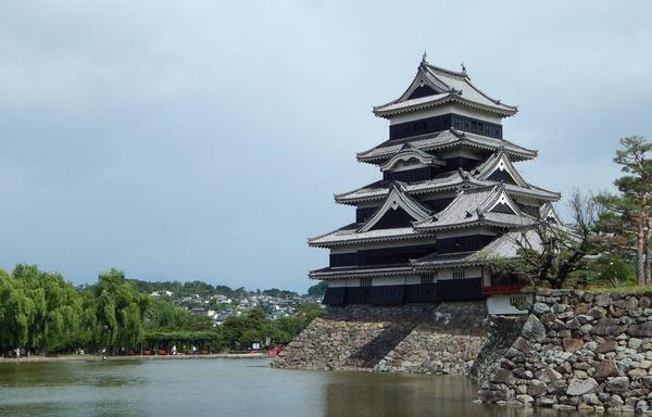 松本城公園からみるお城