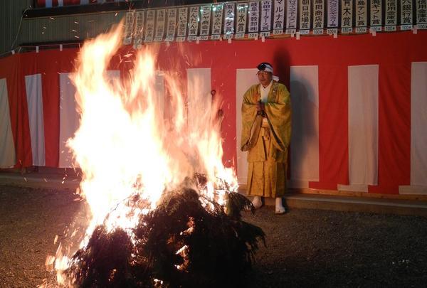 最初に火が焚かれます