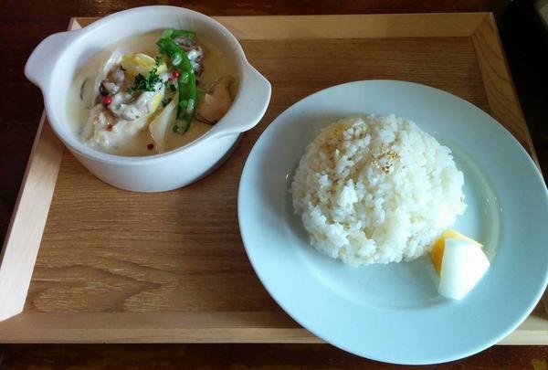 季節野菜と鶏胸肉のフリカッセ