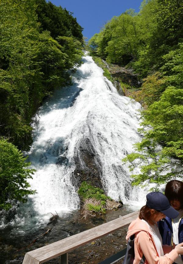 滝が間近で見れる