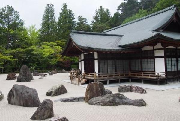 国内最大級の石庭「蟠龍庭(ばんりゅうてい)」