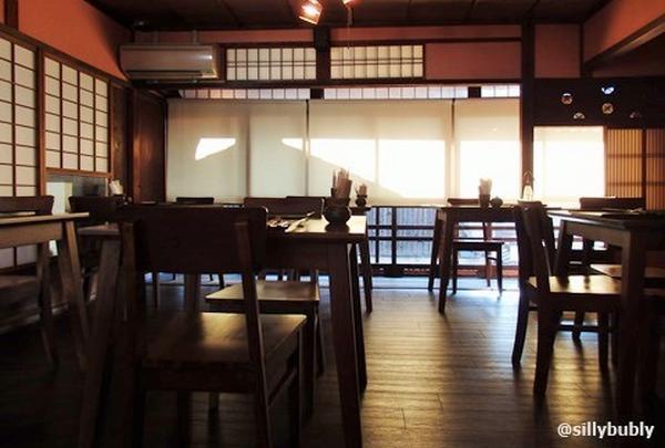 全国に広がりつつある雪ノ下ですが、やはり京都で頂く抹茶のパンケーキは格別です。お皿が磁器で、京都らし〜い♡