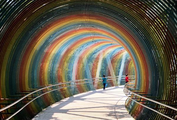 レインボーのトンネルでインスタ映え♪