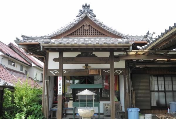弘法堂は一番左側