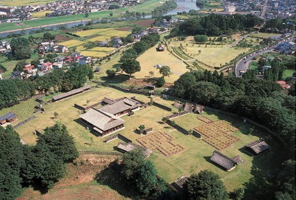 八戸市博物館・根城の広場