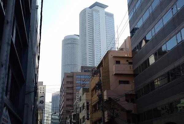 タワーズが見える路地