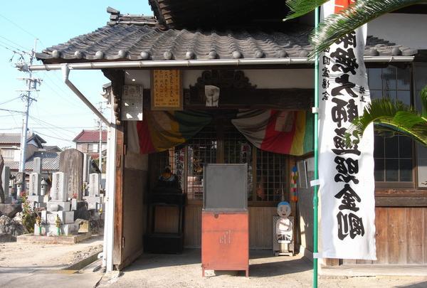 弘法堂は本堂の左端