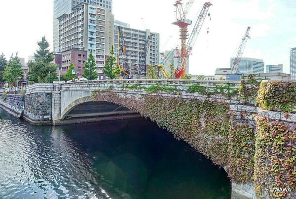 新港プロムナードから万国橋