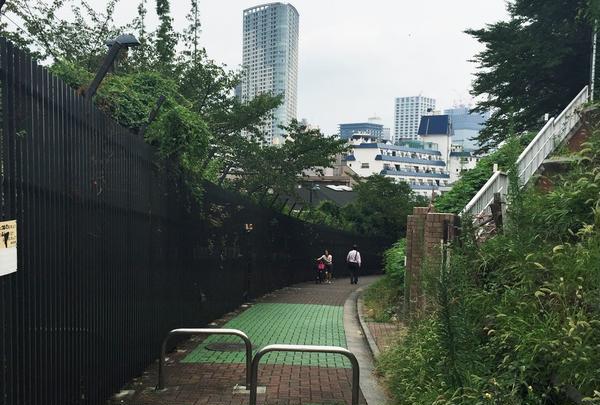 赤坂中学の脇道