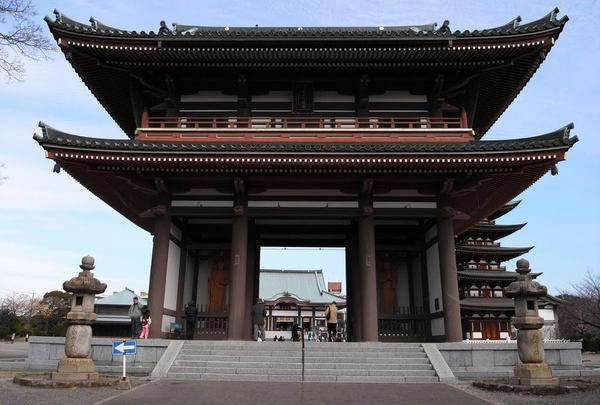 立派な日泰寺山門
