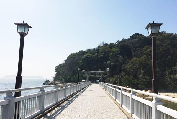 鳥居につながる橋