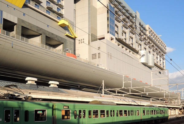 京都駅はショッピングモール