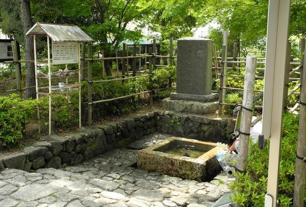 少し離れた神社にも水源が