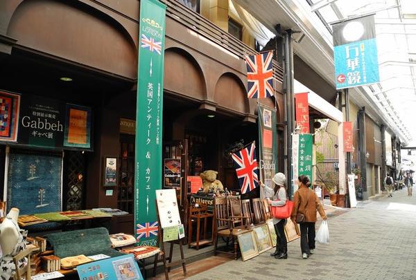 英国アンティークとカフェの店