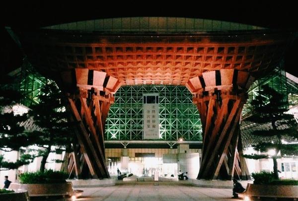 金沢駅東口 もてなしドーム