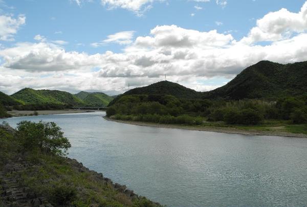 近くを流れる長良川