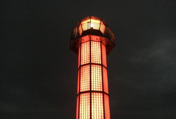 高松港玉藻防波堤灯台(赤灯台)