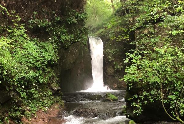 竜返しの滝