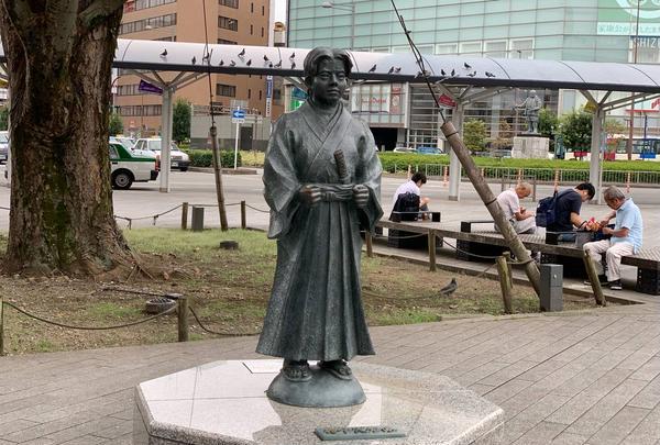 竹千代君銅像(静岡駅北口)
