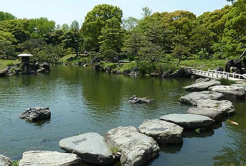 都会の中にも自然がいっぱい!        ちょっとレトロな お気軽庭園散歩