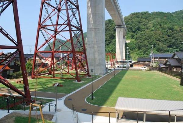 鉄橋の橋脚跡