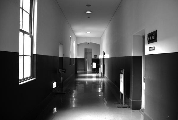 静かな廊下が不気味