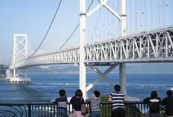 鳴門大橋と渦の道