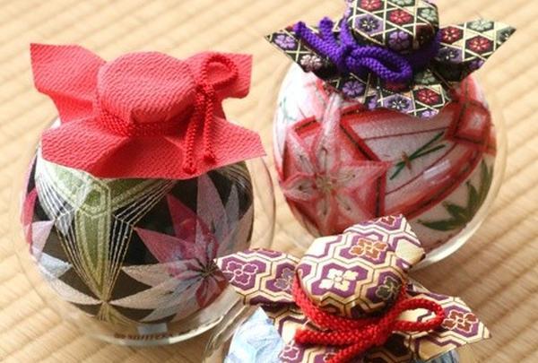 愛知川の伝承工芸品「びん細工てまり」